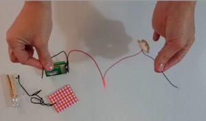 connecter le buzzer et la pile ensemble